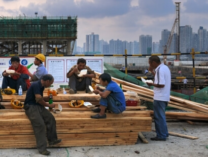 Social Justice and Trade Unions - Chen Hui - Eating workers on Expo construction site